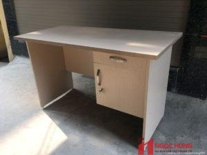 Bàn văn phòng bằng gỗ có tủ mã BVP05